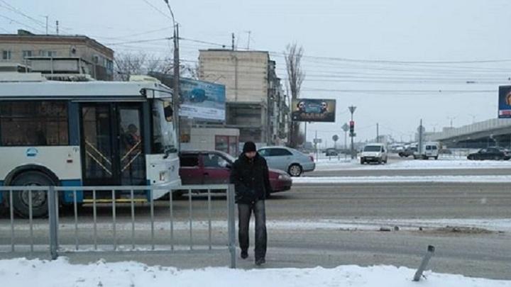 На Самарском разъезде в Волгограде пешеходы бросаются под колеса машин