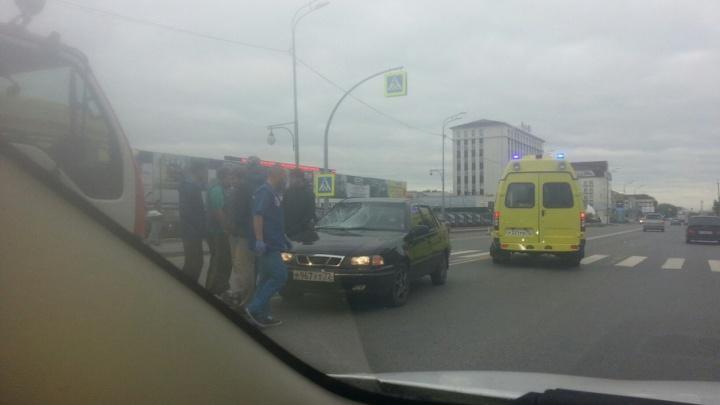 В Тюмени водитель Daewoo Nexia сбил пешехода на зебре