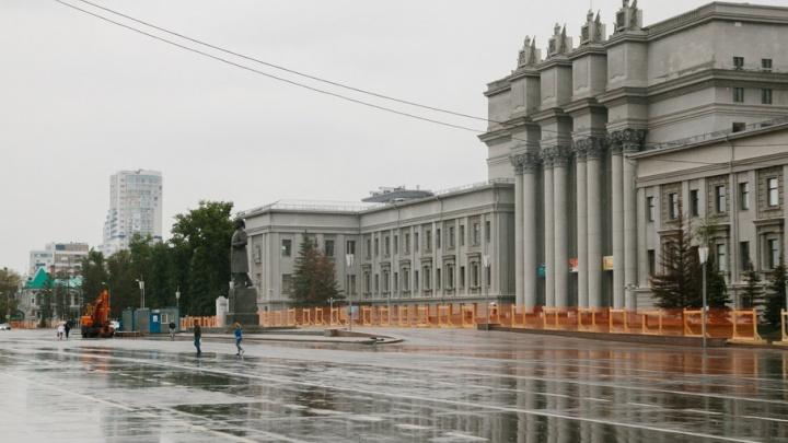 В Самаре по периметру площади Куйбышева установили забор