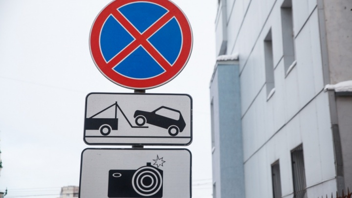 Из-за водителей, бросающих машины на дороге, на улице Челюскинцев установят знак «Остановка запрещена»