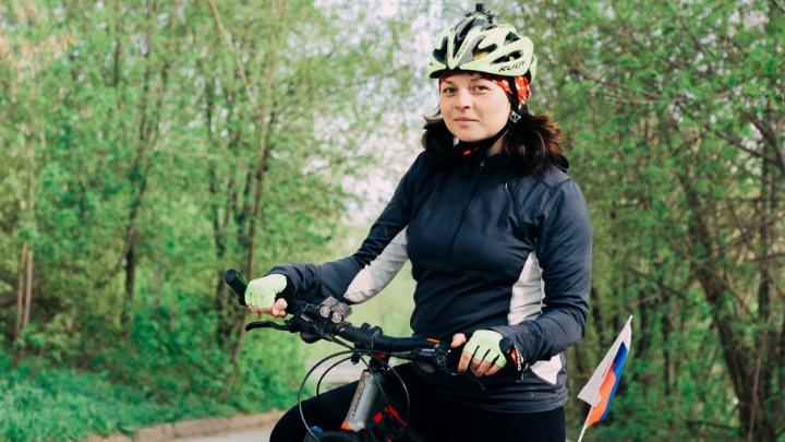 2600 километров, крутя педали: девушка, путешествующая на велосипеде по России, добралась до Тюмени