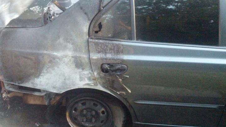 «А потом раздался взрыв»: в Челябинске за ночь сгорело два автомобиля