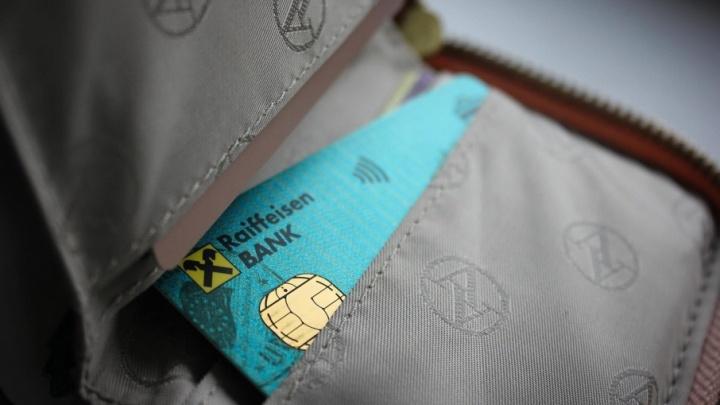 Тюменцы не могут снять зарплату и расплатиться в магазине из-за сбоя в системе крупного банка
