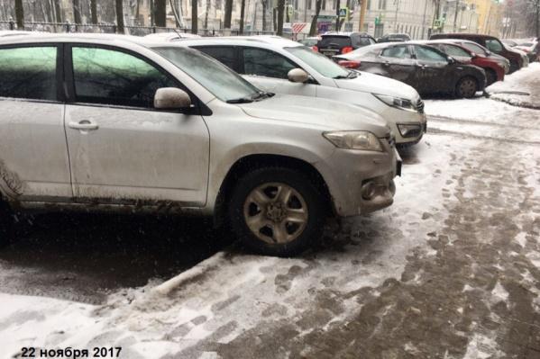 Кто будет штрафовать за неправильную парковку, обсудят в Госдуме