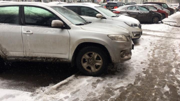 В Ярославле штрафовать за парковку на газонах будут ГИБДД и местные власти
