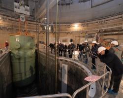 РоАЭС: на энергоблоке №4 на штатное место установлен корпус реактора