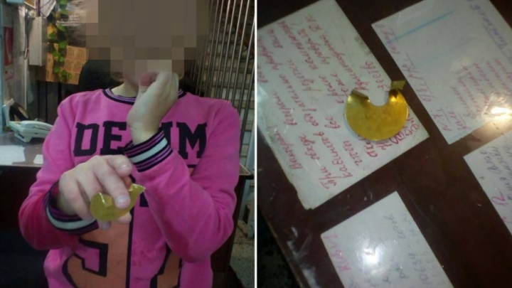 Спасли детский палец: в Тольятти рука девочки застряла в номерке из латуни