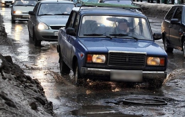 Прокуратура нашла на пересечении Московского и Волжского шоссе трехметровые ямы