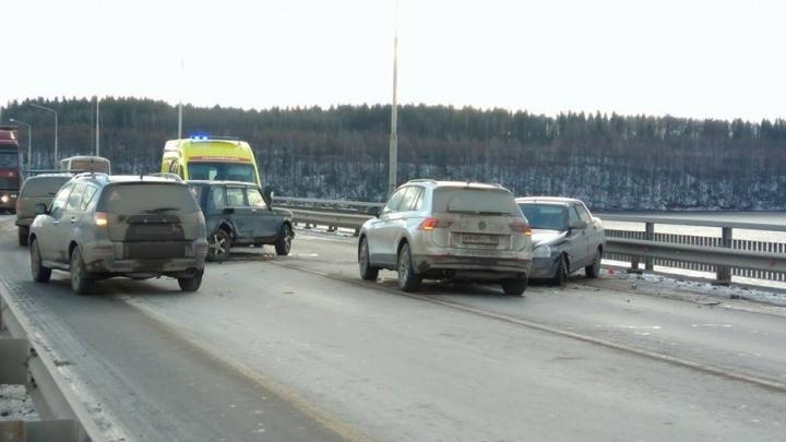 В Перми из-за аварии на чусовском мосту образовалась многокилометровая пробка