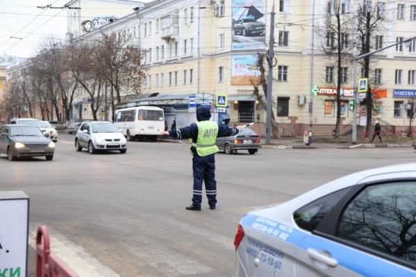 В первый рабочий день недели в центре Ярославля произошел транспортный коллапс