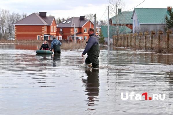 В середине апреля поселок Зубово под Уфой превратился в настоящую Венецию