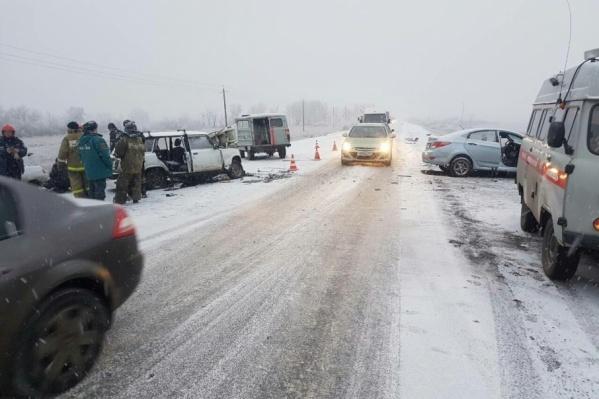 Авария на загородной трассе произошла сегодня утром, на месте работают все оперативные службы