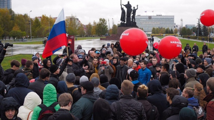 «Суду вопросы не задаются». Игорь Аверкиев получил 30 часов обязательных работ за акцию Навального