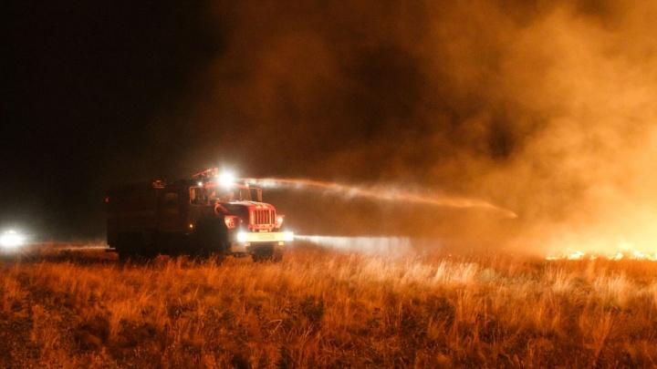 Жители поселка Красный Буксир отстояли дома от пожара