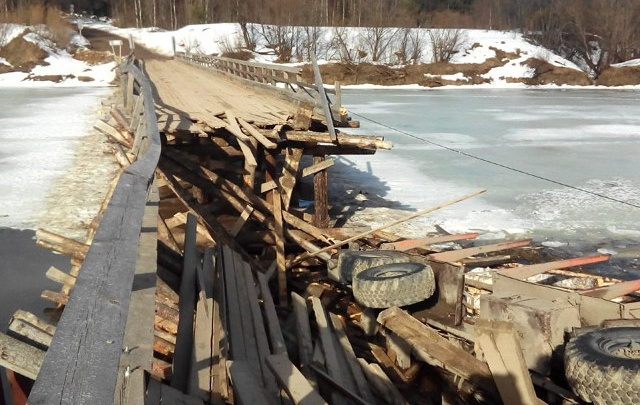 Лесовоз-нарушитель отрезал от большой земли жителей деревень в Устьянском районе
