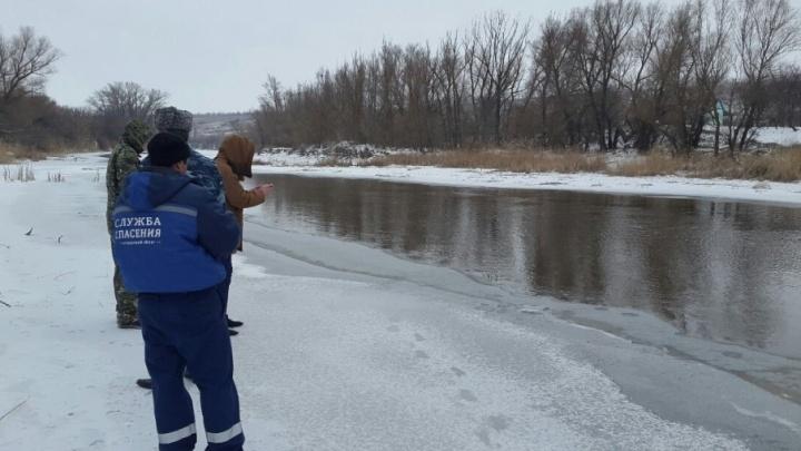 Спасатели продолжат поиски утонувшего в Суровикино мальчика после ледохода