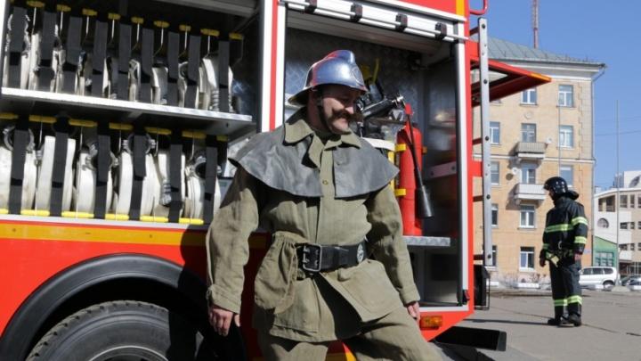 Еще успеваем: на набережной Северной Двины работает выставка уникальной пожарной техники