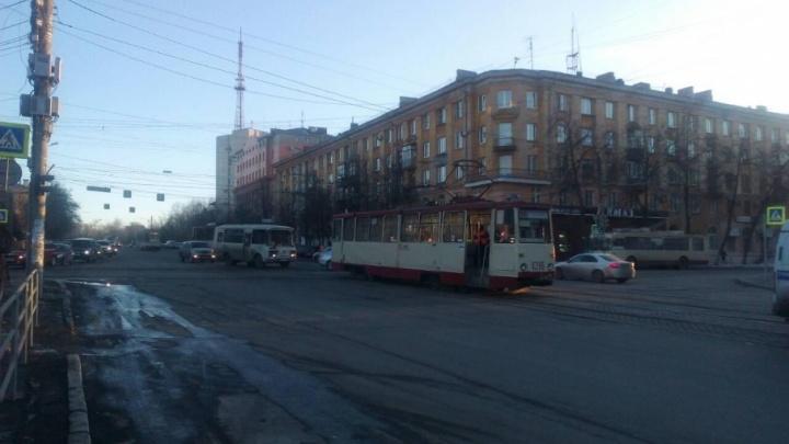 В Челябинске за сутки произошли сразу два ДТП с трамваями