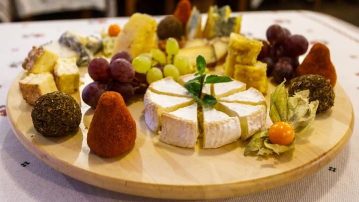Новый год без хлопот: «Гуляй Поле» зовет за оригинальными блюдами и домашними сырами для праздничного застолья