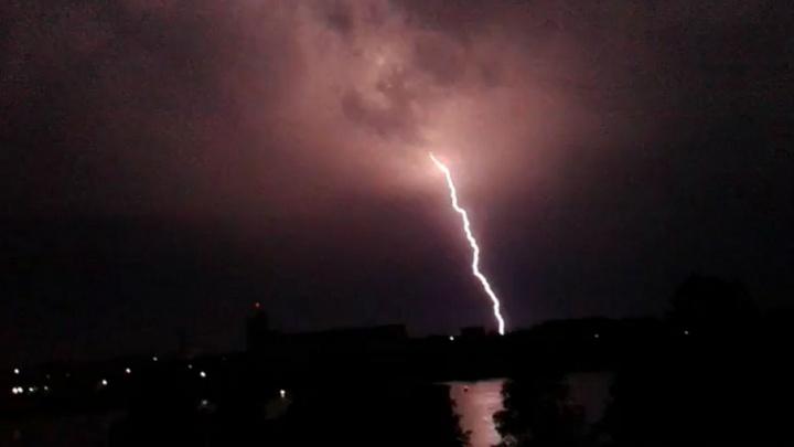 Ждём торнадо: после Рыбинска мощная гроза идёт в Ярославль