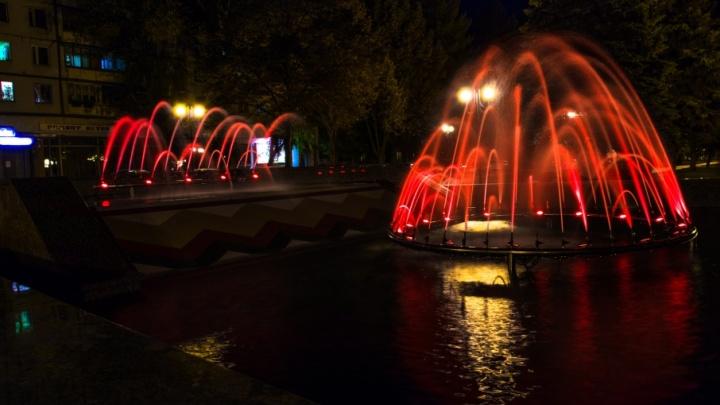 В Самаре на Стара-Загоре с подсветкой заработали три из четырех фонтанов