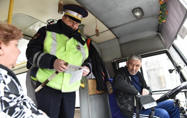 Ярославских маршрутчиков-нарушителей ловили на карманные видеорегистраторы