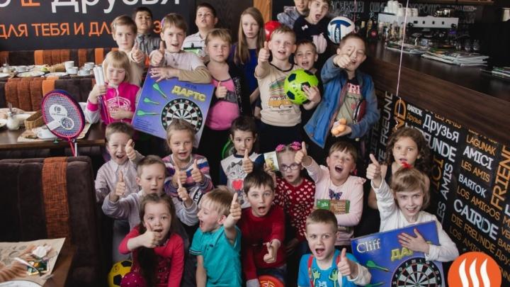 Благотворительный праздник с подарками и угощениями для детей-сирот прошел в «ШашлыкоFF»