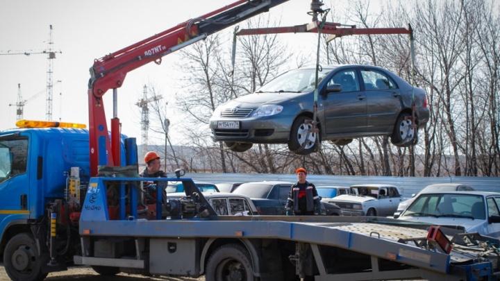 От ворот поворот: челябинке без ОСАГО отказались отдавать машину на штрафстоянке