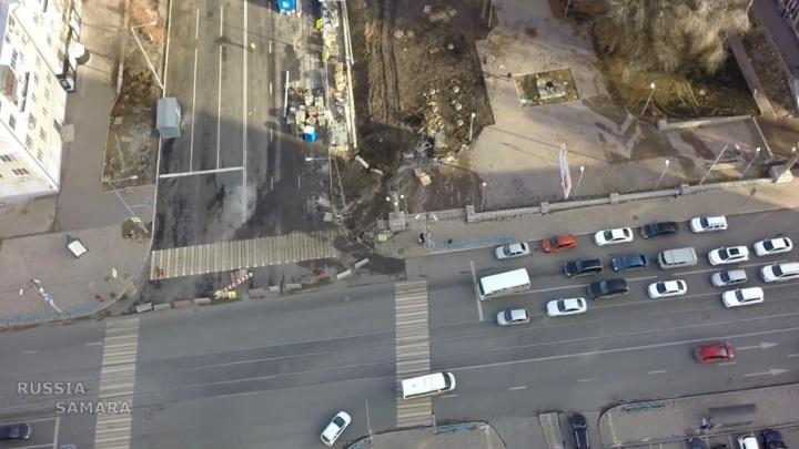 Движение транспорта на перекрестке Ново-Садовой и Полевой пустят не раньше 1 декабря
