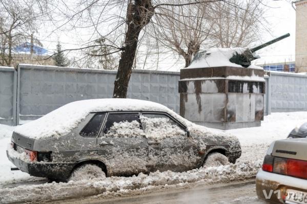 В снежной каше утопали не только волгоградцы, но и их машины