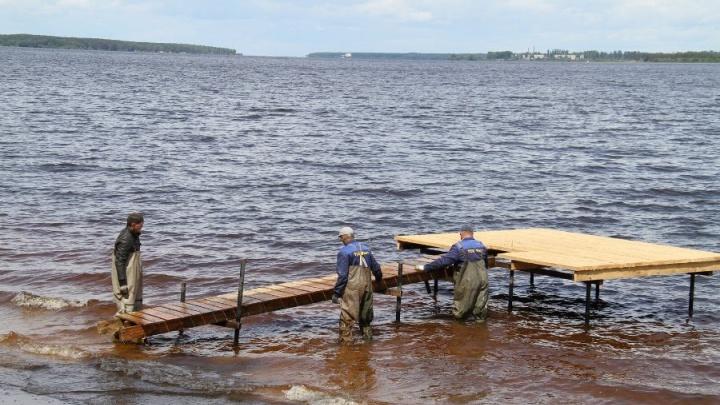 Шторм на Рыбинском водохранилище: как спасают пассажиров теплохода, которым пришлось лезть в воду
