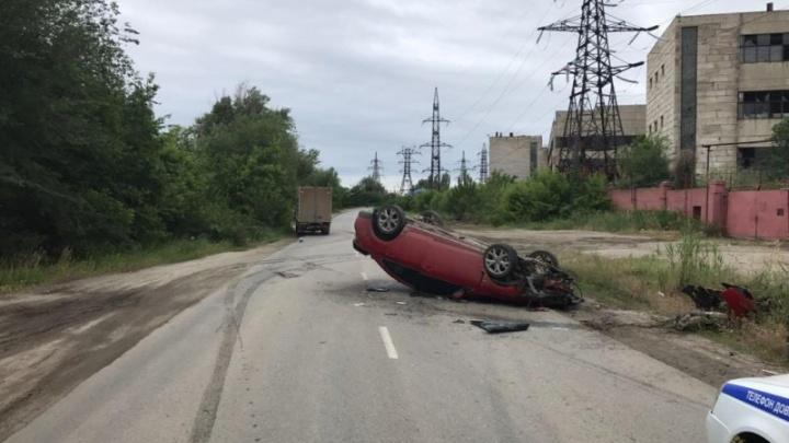 В Волгограде «Мазда» перевернулась и врезалась в «Газель»
