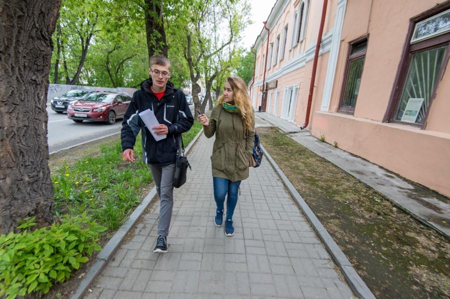 Прогуляться по Чапаева с нами согласился Дмитрий Черноухов. Как рассказал молодой человек, он историк в третьем поколении, его дедушка – доктор исторических наук.