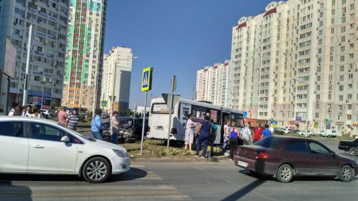 Ростовчанка пострадала в ДТП с маршруткой в Левенцовке