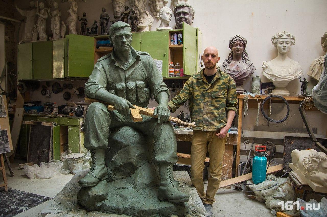 Скульптор Виталий Датченко лепил афганца со своего отца