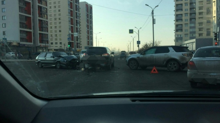 В аварии на Газовиков пострадала тюменка, её экстренно увезли в больницу