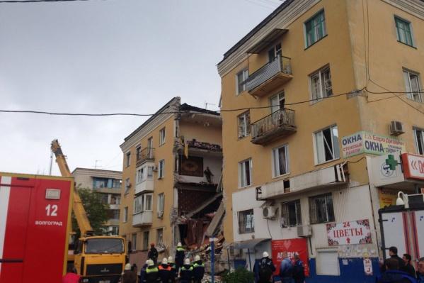 Сейчас на месте взрыва продолжают разбирать завалы