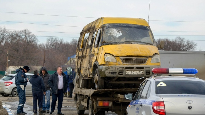 На трассе Волгоград — Средняя Ахтуба пассажирская маршрутка попала в массовую аварию