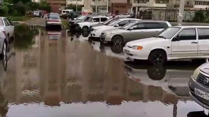 Своя «Венеция»: в Ленинском районе затопило двор