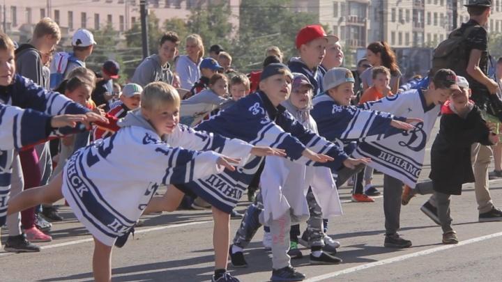 Ольга Фаткулина взбодрила больше сотни челябинцев в центре города
