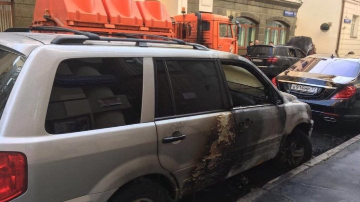 В Москве задержаны подозреваемые в поджоге машин у офиса экс-сенатора Поморья