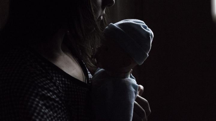 «Малышка уже была мертва»: в Тольятти ищут мать, бросившую младенца в мусор