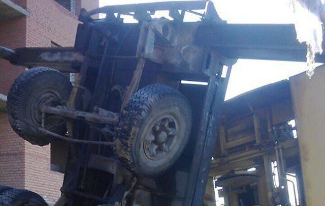 На стройке на Московском шоссе нашли рухнувший кран: оказалось его специально повалили рабочие