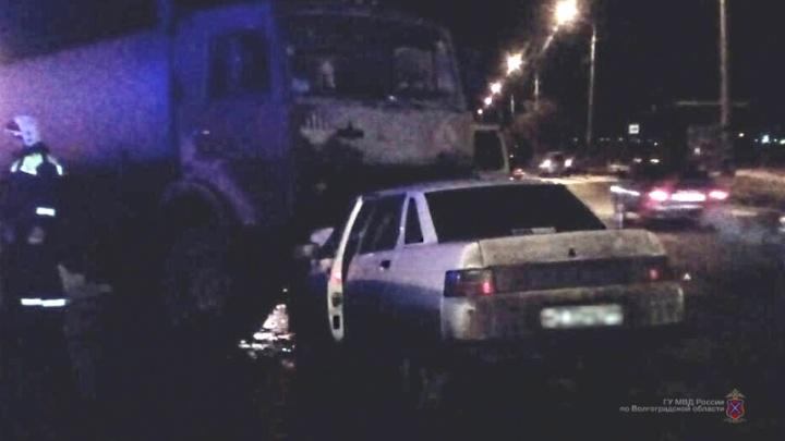 На юге Волгограда торопыга и пьяный водитель устроили серьезную аварию