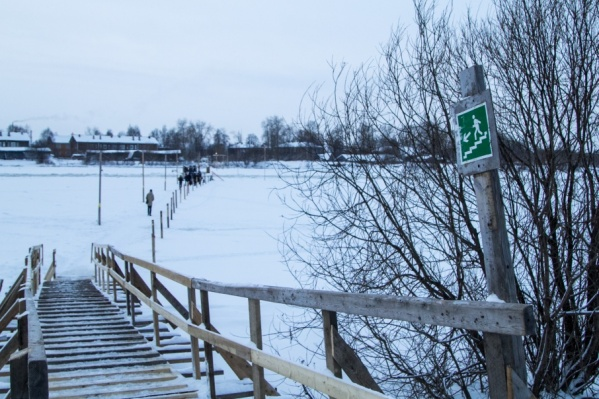 Толщина льда на переправе составляет 20 см — это безопасно для пешеходов