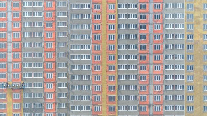 В Тольятти мужчина выпал из окна, празднуя день рождения друга