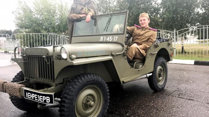 Машина на дровах и старый Willys: в Ярославль приехали легендарные боевые машины