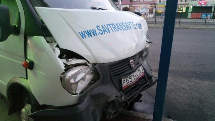 Очевидцы: в Ростове в столкновении «Газели» и маршрутки пострадали четыре человека