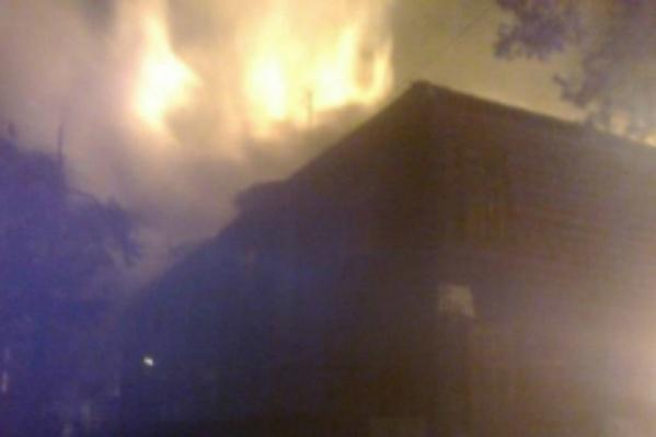 В Ярославле на Клубной и на Красном Перевале один за другим горят расселённые дома