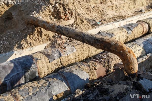 Раскопанные трубы стали для волгоградцев одним из главных символов прошлого года